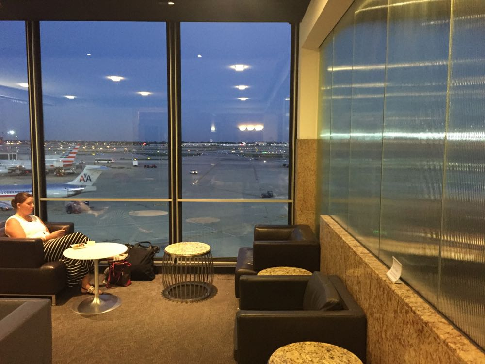 Admirals Club Chicago ORD - 9 of 27