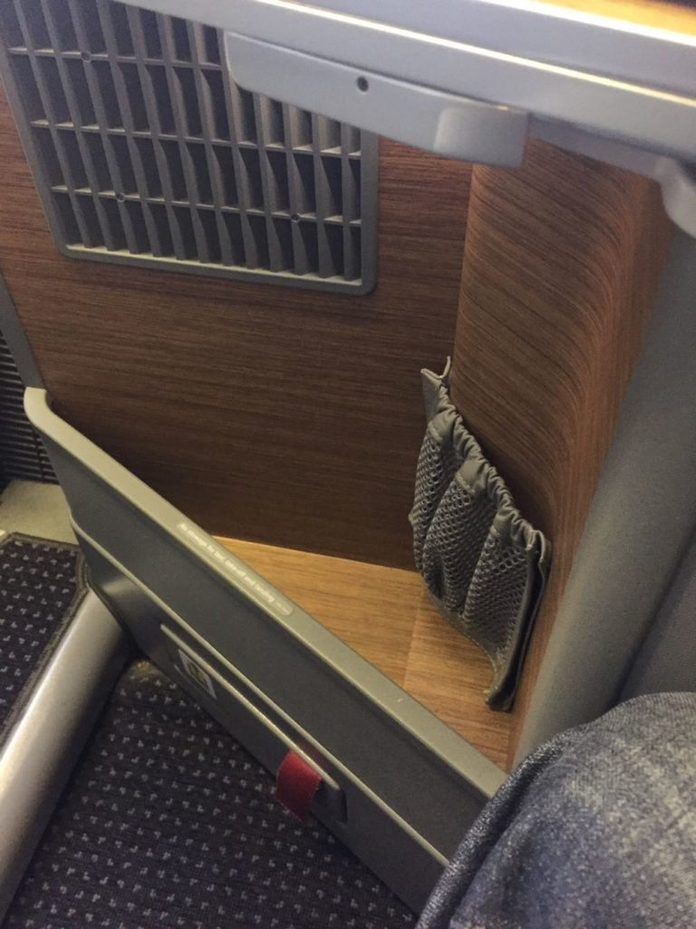 AMERICAN AIRLINES BUSINESS CLASS 777-300ER REVIEW: LOS ANGELES TO LONDON